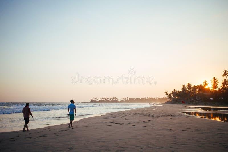 Piękna plaża i ocean indyjski w Sri Lanka na zmierzchu zdjęcie royalty free