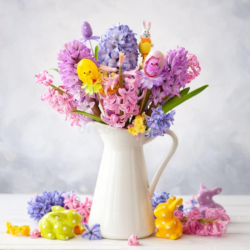 Piękna wiosna kwitnie bukiet i wielkanoc wystrój obraz royalty free