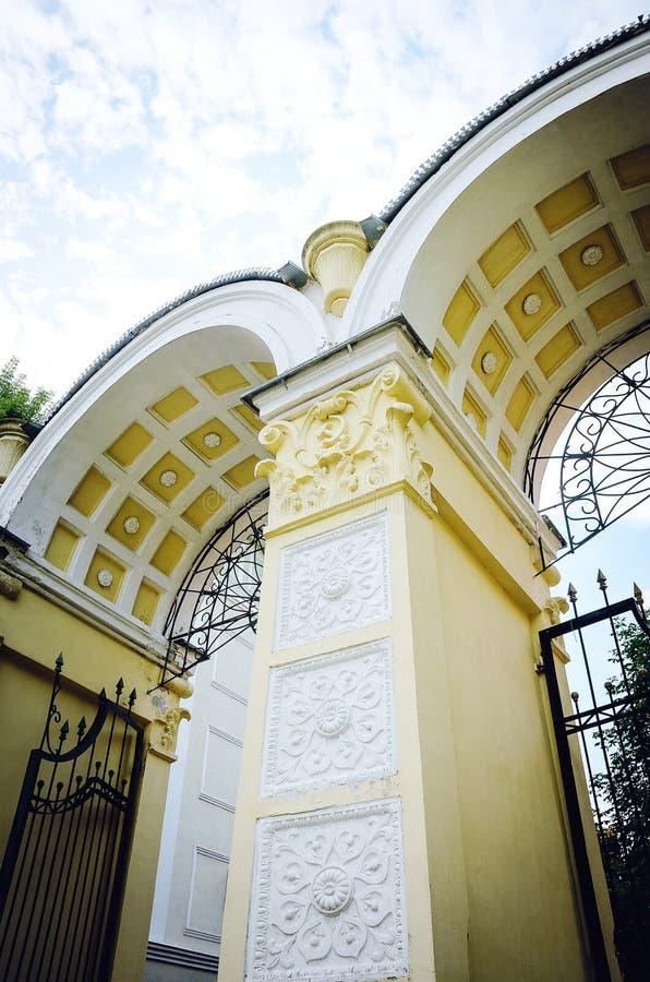 Piękny architektoniczny antyka łuk zdjęcia stock