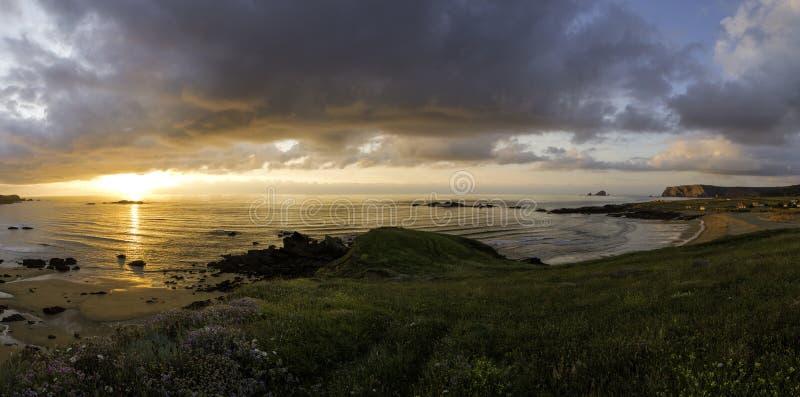 Piękny cloudscape nad morzem, wschodu słońca strzał zdjęcia stock
