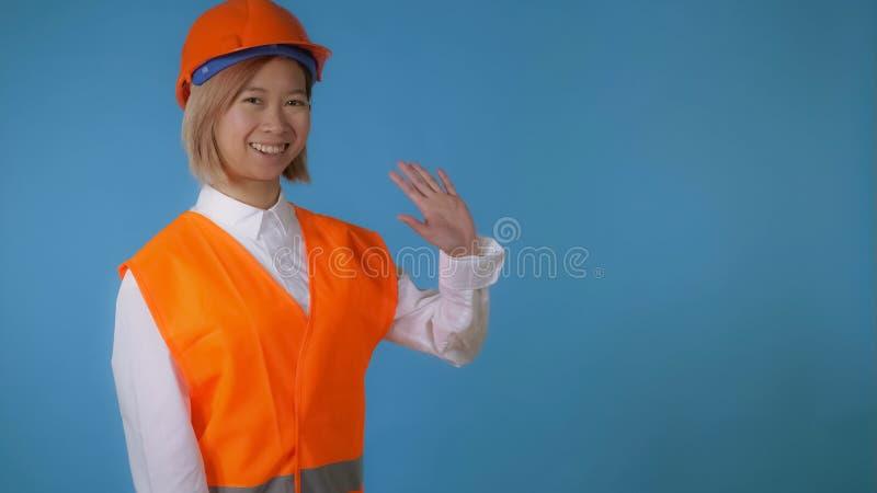 Piękny dziewczyna pracownika powitanie mówi cześć fotografia stock