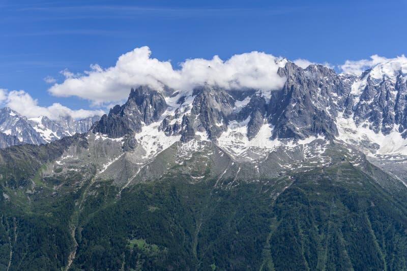 Piękny lato widok Mont Blanc masyw zdjęcie stock
