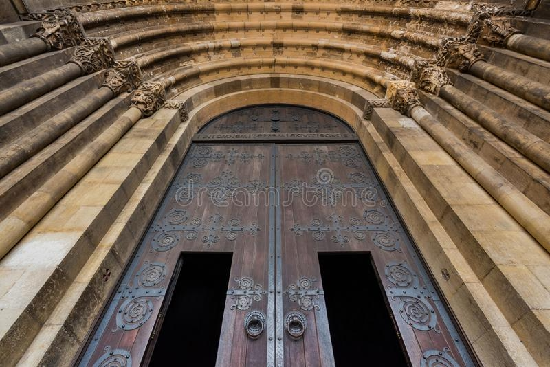 Piękny Lisbon drzwi katedralny zbliżenie Fałszujący wzory zdjęcia royalty free