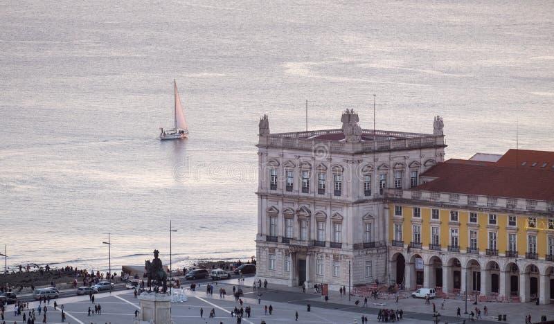 Piękny widok z lotu ptaka Praca robi Comercio handlu Tejo i kwadrata rzece przy zmierzchu czasem lisbon zdjęcie royalty free