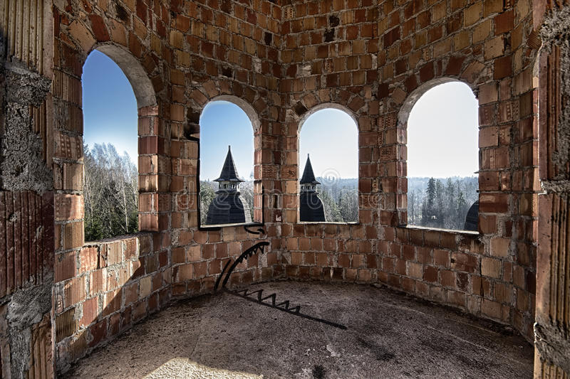 Pièce abandonnée dans le château photos libres de droits