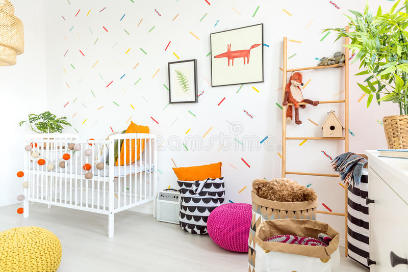 Pièce confortable de bébé photos stock