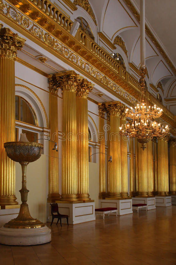 Pièce d'or en palais de l'hiver images libres de droits