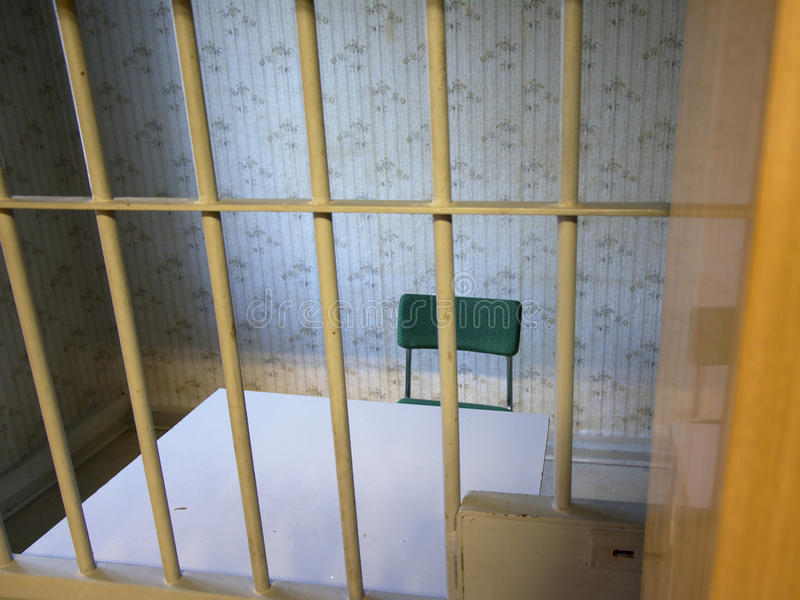 Pièce d'interrogation dans la prison de Stasi, Berlin images libres de droits