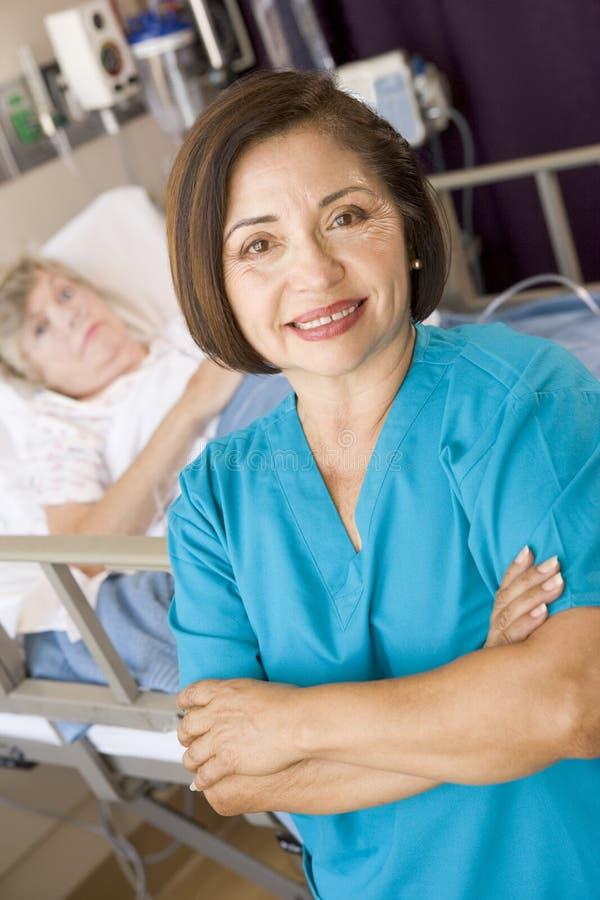 Pièce de docteur Standing In Her Patients image libre de droits