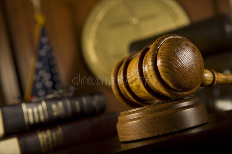 Pièce de Gavel devant le tribunal images stock