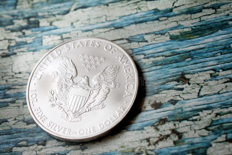 Pièce de monnaie argentée d'Eagle d'Américain images libres de droits