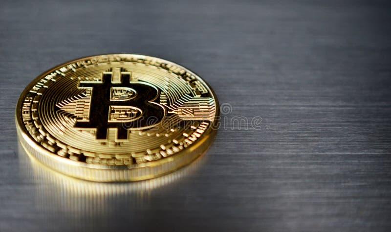 Pièce de monnaie de Bitcoin sur le fond d'acier inoxydable photos stock