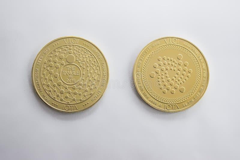 Pièce de monnaie numérique de crypto devise - avant et dos d'iota photographie stock