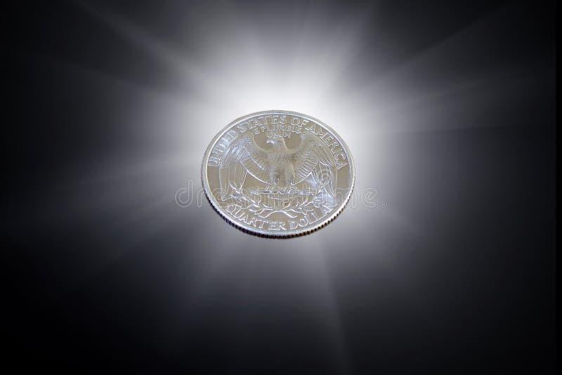 Pièce de monnaie quarte de dollar US sur un fond noir 25 cents photos libres de droits