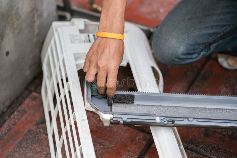 Pièce de nettoyage de climatiseur photo libre de droits