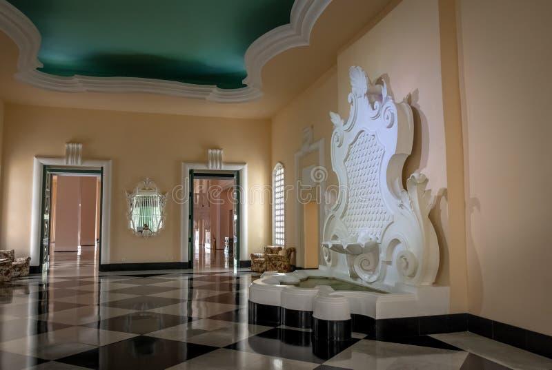Pièce de patio de fontaine hôtel de casino de palais de Quitandinha à l'ancien - Petropolis, Rio de Janeiro, Brésil photographie stock libre de droits