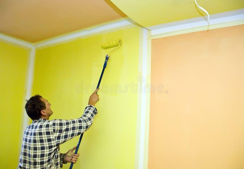 Pièce de peinture en jaune image libre de droits