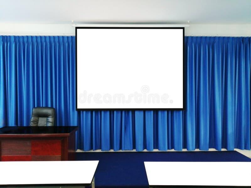 Pièce de présentation avec l'écran de projection photo libre de droits