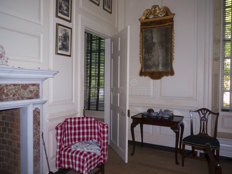 Pièce de réception dans le palais des Gouverneurs à Williamsburg la Virginie photos stock
