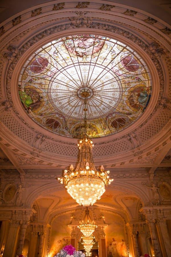 Pièce de réception de mariage de la Renaissance avec le dôme et les voûtes en verre de Windows images stock