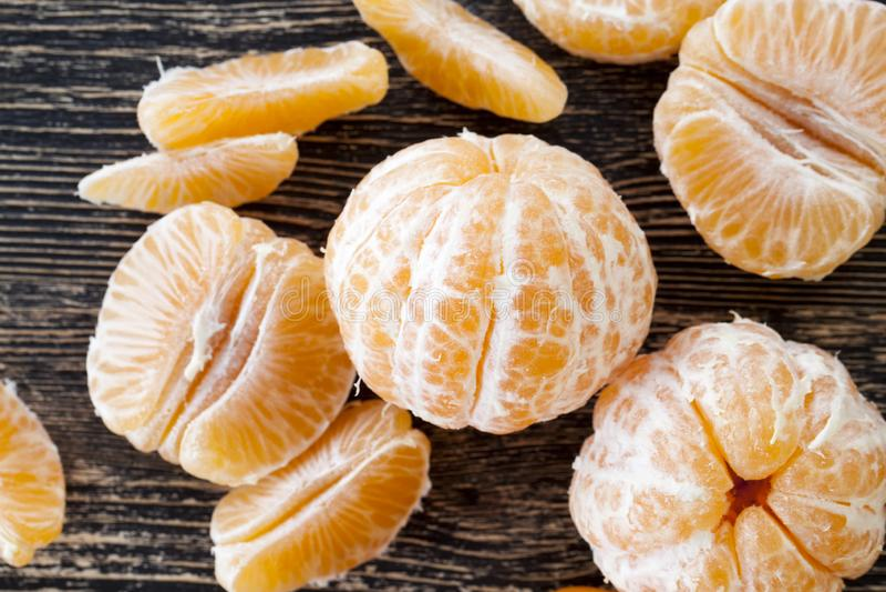 pièce de tranches de mandarine mûre photo stock