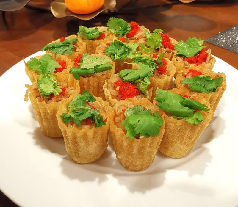 Pièce en t de tarte de Nonya Kuih images stock