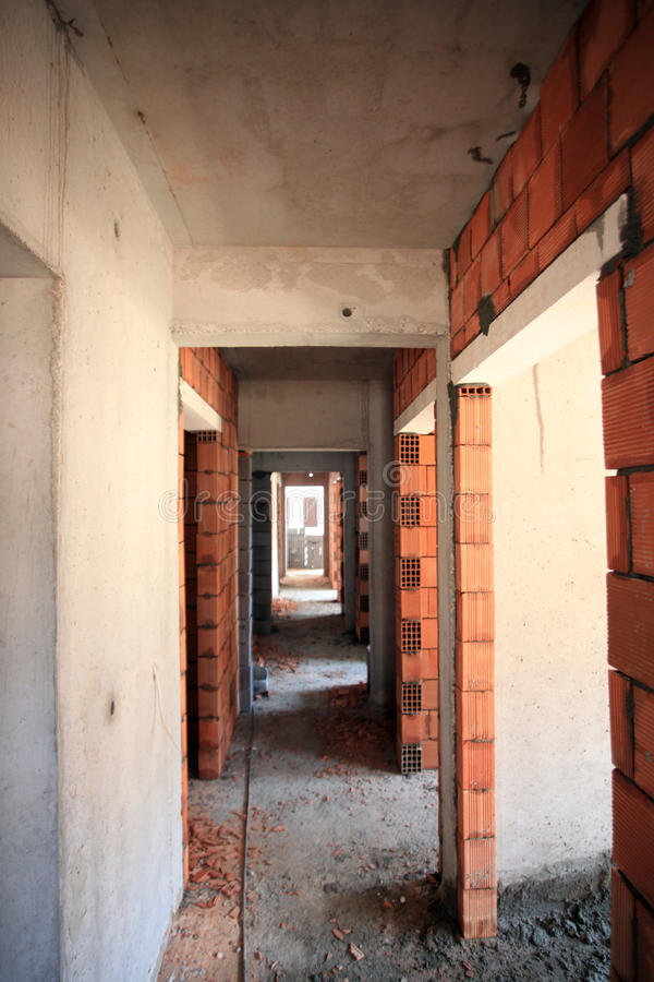Pièce faite de briques dans le couloir photo stock