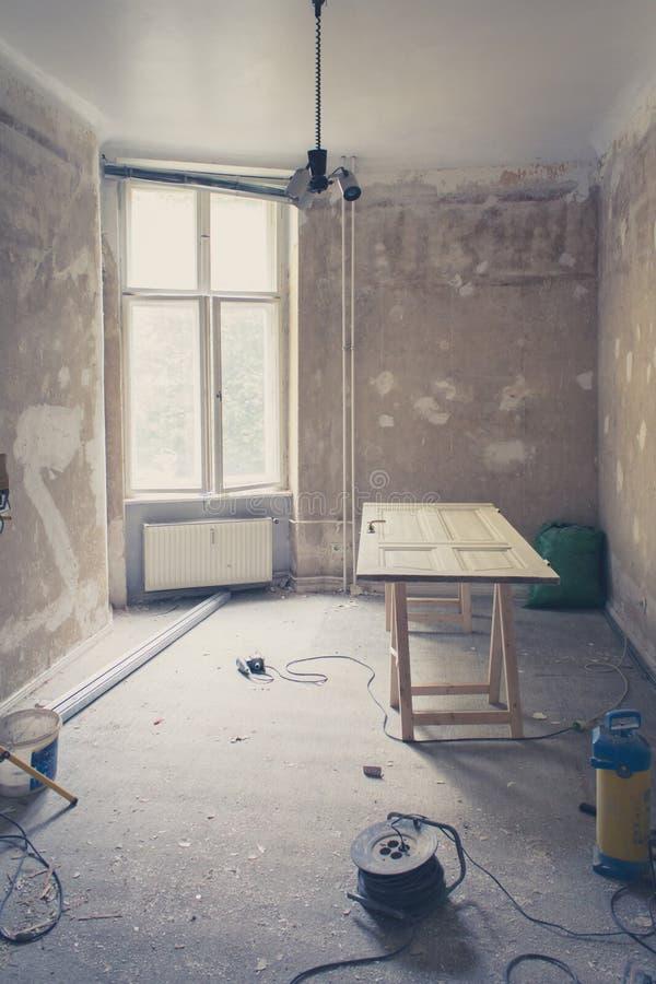 Pièce pendant la rénovation, maison refourbissant, filtre de vintage photo libre de droits