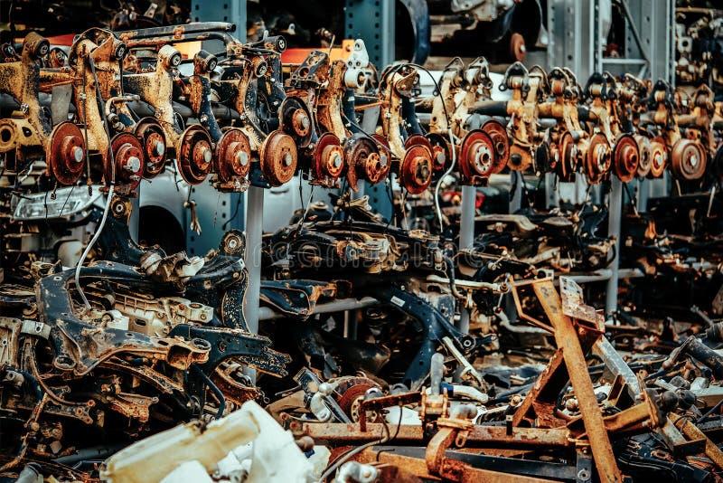 Pièces de chute enlevées des voitures d'occasion et des machines photo libre de droits