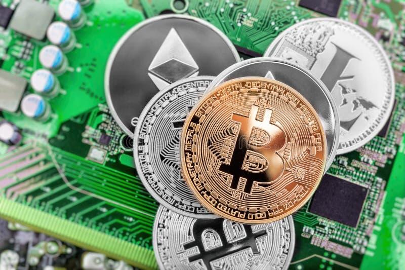 Pièces de monnaie de carte et de cryptocurrency photos libres de droits