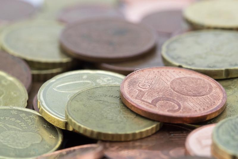 Pièces de monnaie d'euro cents avec une petite valeur L'épargne des pièces de monnaie photo stock