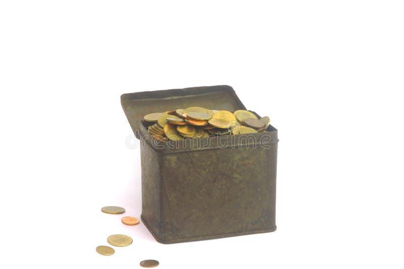Pièces de monnaie dans la boîte d'isolement sur le blanc image stock