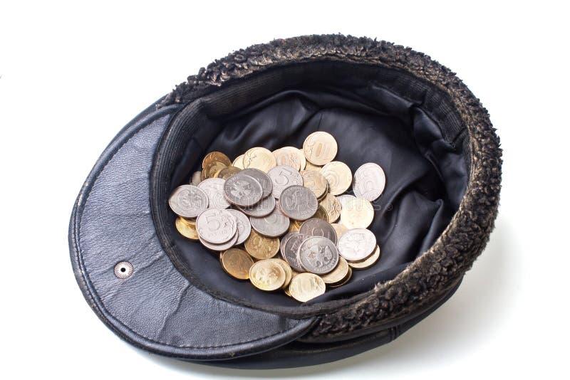 Pièces de monnaie dans le vieux capuchon photos libres de droits