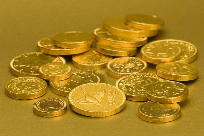 Pièces de monnaie de chocolat d'or photographie stock