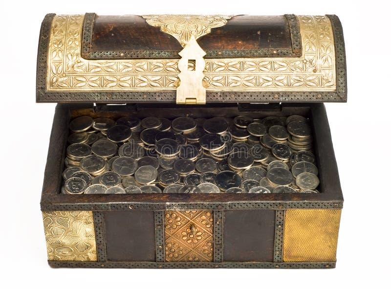Pièces de monnaie de dirham des EAU dans un trunk_front image libre de droits