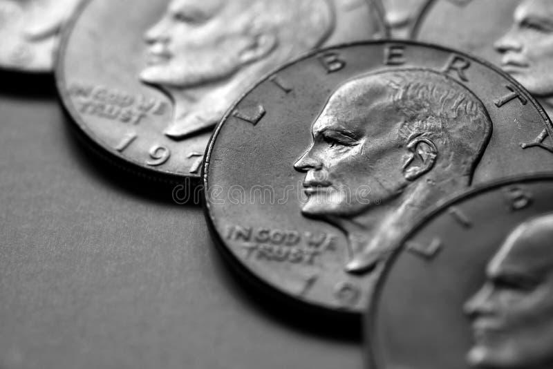 Pièces de monnaie de l'argent liquide américain argenté d'argent photographie stock libre de droits