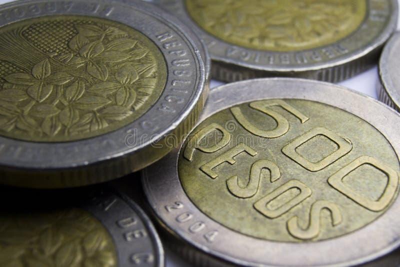 500 pièces de monnaie de pesos colombiens Macro de composition de pièces de monnaie image libre de droits