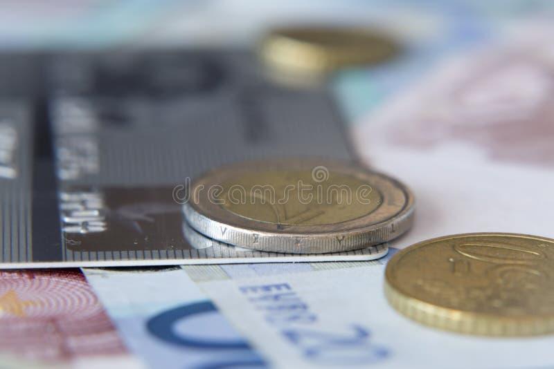 Pièces de monnaie et billets de banque photo stock