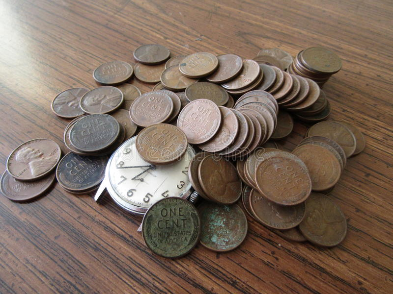 Pièces de monnaie, penny, un cent, le temps, c'est de l'argent photos libres de droits