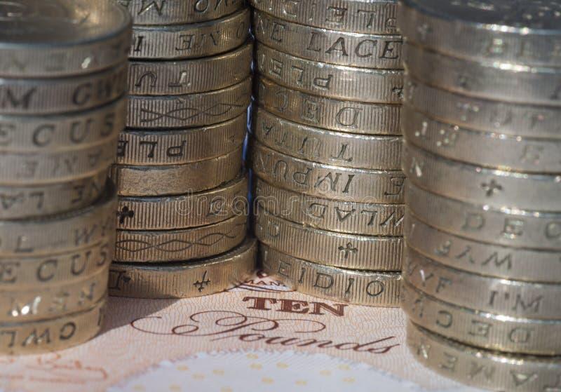 Pièces De Monnaie Sur Le Billet De Banque Photo libre de droits