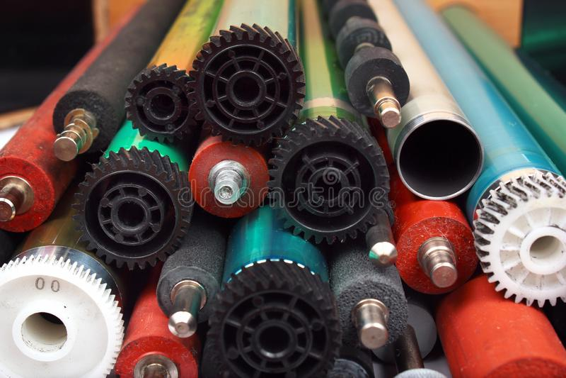 Pièces de vieilles imprimantes à laser Tambours, caoutchouc et axes et rouleaux photosensibles en métal photo libre de droits