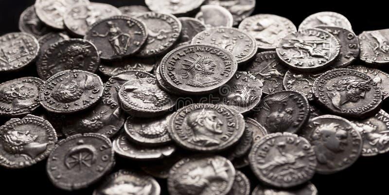 Pièces en argent authentiques de Rome antique photographie stock libre de droits