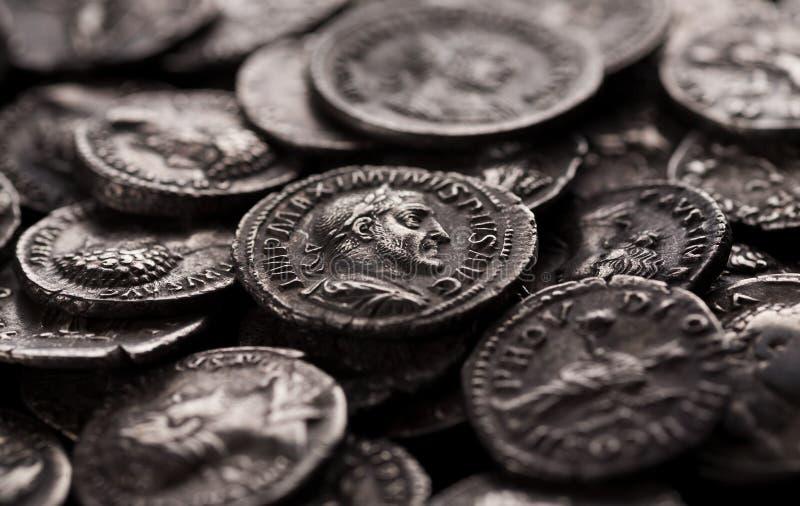 Pièces en argent authentiques de Rome antique photo libre de droits