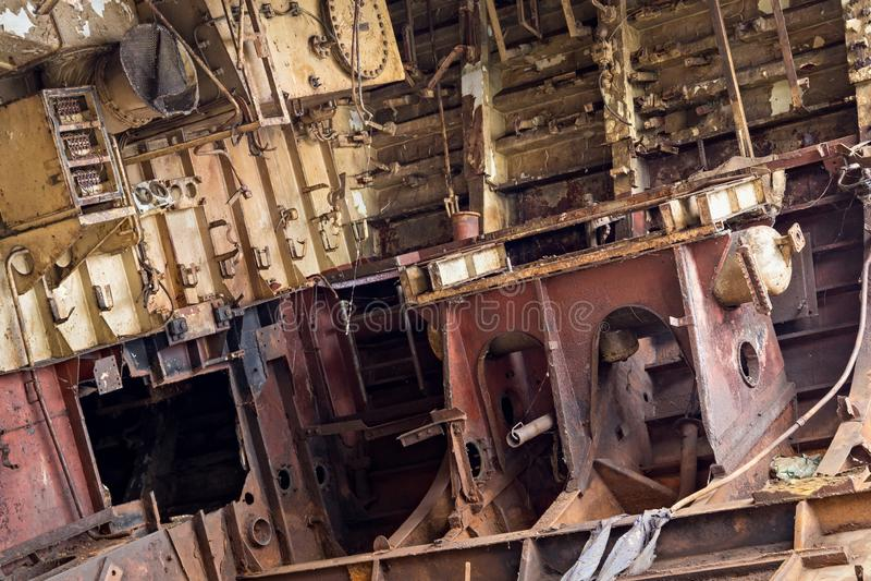 Pièces internes de bateau marin désarmé photo stock