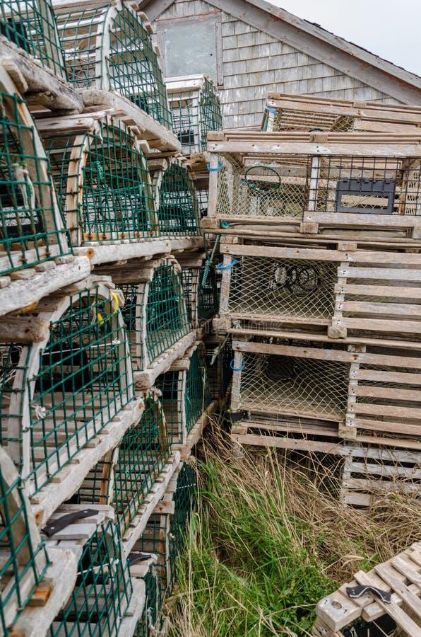 Pièges en bois de homard de Pei empilés  photographie stock