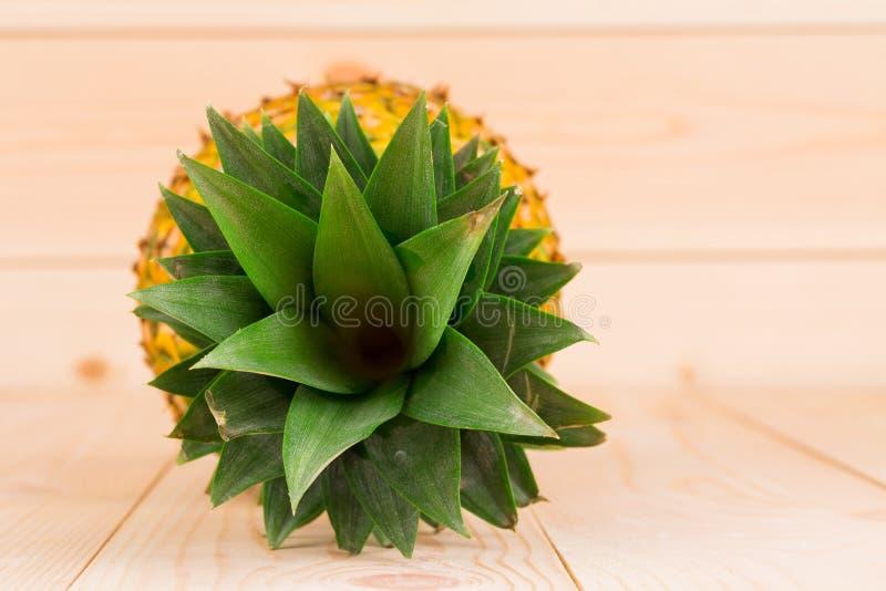 Piña madura fresca en la visión superior fotografía de archivo