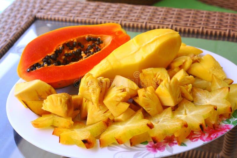 Piña tropical del carambola de la papaya de la fruta del corte fotografía de archivo