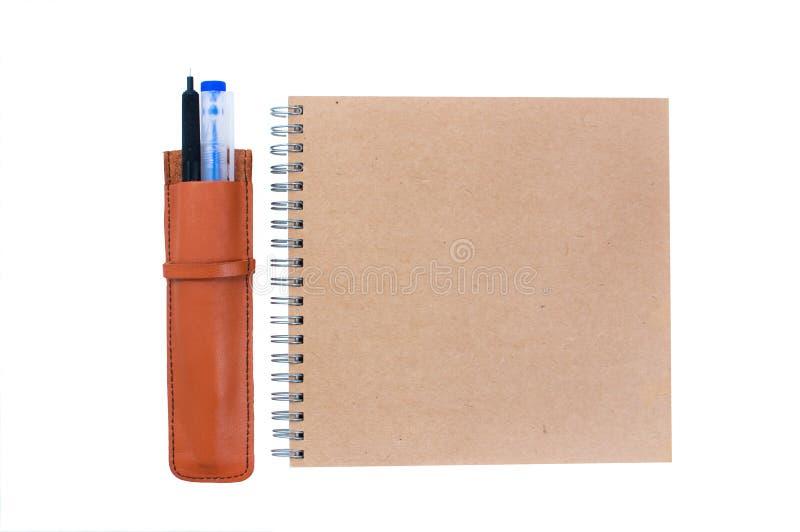 Download Pióro notatnik i skrzynka ilustracji. Ilustracja złożonej z pokrywa - 53788588