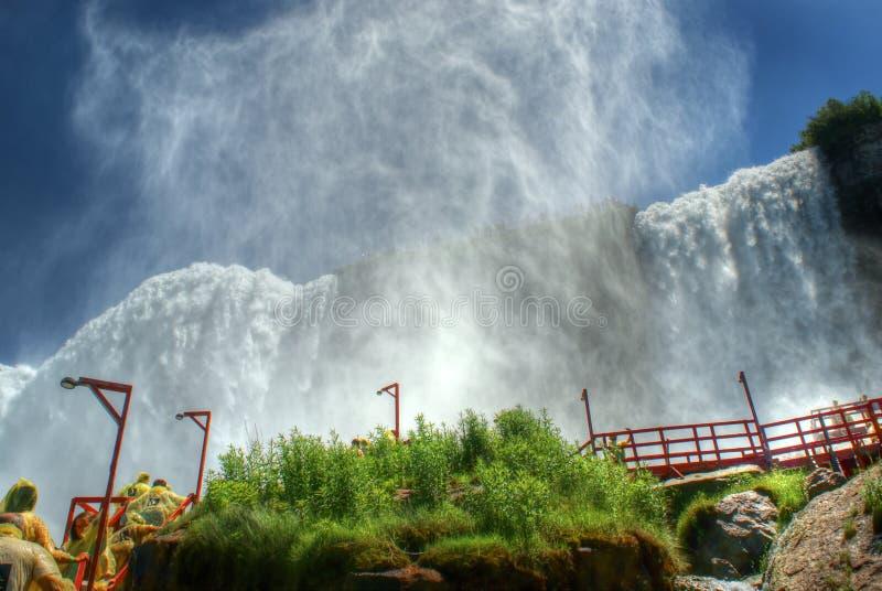 Pióropusze mgła przy Niagara spadkami obrazy stock