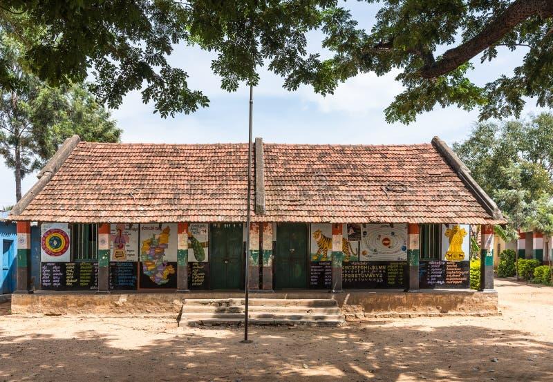 Più alto edificio scolastico di scuola primaria di governo in Kethupura, India immagine stock libera da diritti